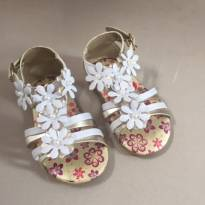 Sandalia Branca e Dourada Flores - 20 - Não informada
