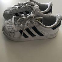 2c16f273fa5e3 DESAPEGOS MARIAH Tênis Adidas Superstar   Tamanho 24   R  65