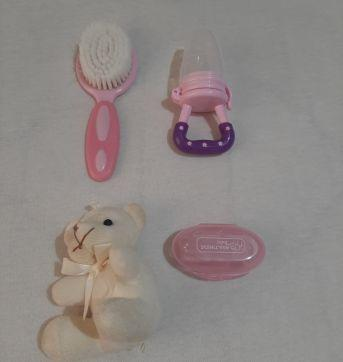 Chupeta alimentadora + dedeira massageadora+ escova de cabelo - Sem faixa etaria - LOTE
