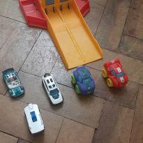 Mini pista com 2 carros + 3 carrinhos