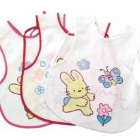 Kit 3 Babadores de Vestir Branco Coelhinho Bia Baby - Sem faixa etaria - Bia Baby