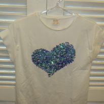 Blusa Zara branca e coração azul. - 13 anos - Zara