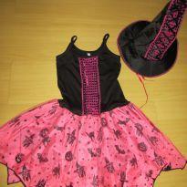 Fantasia de Bruxinha na cor rosa e preto, com chapéu. - 6 anos - Não informada
