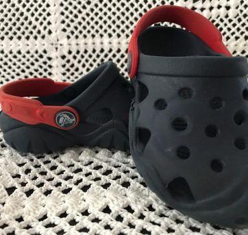 Crocs - Azul Marinho com Vermelho - 24 - Crocs