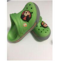 CROCS VERDE COM BOTTON NUMERO C6 7 - 24 - Crocs