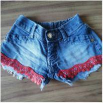 short jeans com detalhes de renda vermelha - 3 anos - JC