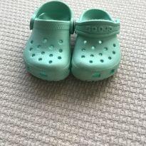 Crocs Bebê Verdinho - 22 - Crocs
