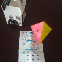 Cubo Mágico Tringular Pyramix marca QiYi -  - Não informada