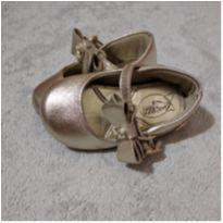 Sandálinha dourada klin - 18 - Klin