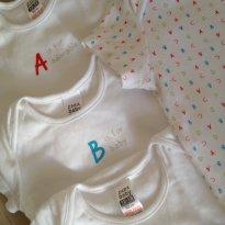 12m - Zara - Conjunto de 5 Bodies - Alfabeto - 12 a 18 meses - Zara