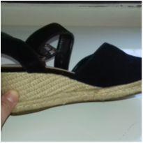 Linda sandália de veludo nunca usada - 33 - Mundial