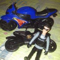 Lote Polícia boneco e 2 motos - Sem faixa etaria - Policia