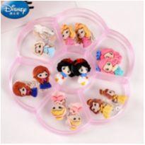 ÚLTIMO - 7 Brincos Princesas Disney Pressão Infantil Resina No Estojo