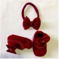 Conjunto fofo - sapatinhos  e laço - para uma bebê chiquetê - 15 - Não informada