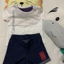 Conjunto de camiseta e bermuda jeans calvin Klein original em estado de nova su - 6 meses - Calvin Klein