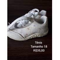 Tênis branco com brilho - 18 - Não informada