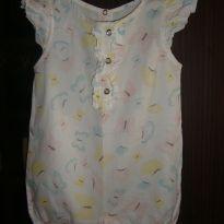 Macaquinho branco, com estampas de borboletas, levinho, ideal para o verão! - 9 a 12 meses - Anjos baby