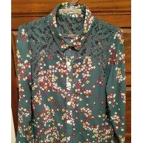 Linda Camisa Maria Filo/ C&A na cor verde musgo com Florzinhas coloridas. - 6 anos - Maria filó