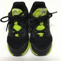 Tênis Preto e Verde Adidas