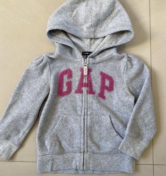 Blusa em Fleece Cinza GAP - 2 anos - GAP