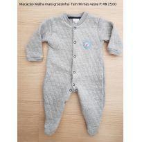 Macacão M - veste P - malha mais grossinha - 0 a 3 meses - Patimini