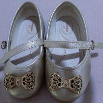 sapato pimpolho dourado com pouco uso - 21 - Pimpolho