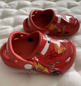Crocs McQueen tamanho 7 (equivale 21/22 no Brasil) - 22 - Crocs