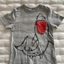 Camiseta Tubarão Baby GAP - 2 anos - Baby Gap