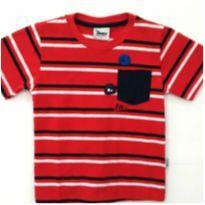 Camiseta listrada com bordado
