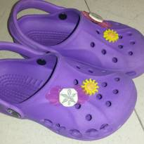 Crocs Roxo Tam 10/11 ou 27/28 Brasil Original com 4 Toppings - 27 - Crocs