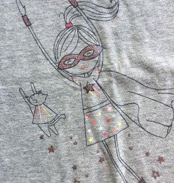 Camiseta com capa super heroína Gap 4 anos - 4 anos - Baby Gap
