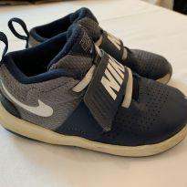 Tênis Nike Team Hustle 8 Infantil Azul Marinho - 25 - Nike