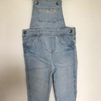Jardineira jeans com bolso bordado Carter`s - tam 9m - 6 a 9 meses - Carter`s