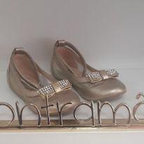 Sapato Contramão dourado com laço em strass - 24 - Contramão