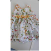 Vestido de festa branco floreado com detalhes de fitas e flores em amarelo. - 9 a 12 meses - yellow bug
