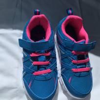 Tênis azul com rosa - 24 - Não informada