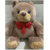Urso de pelúcia mede 25cm -  - Não informada