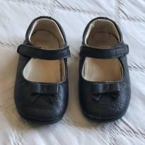 Sapatinho de couro preto Hoki Baby
