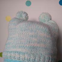 Touca de tricô azul com pompons - 2 anos - Artesanal
