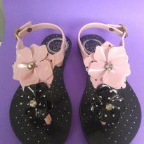 Sandália de dedinho com flores - 25 - World Colors