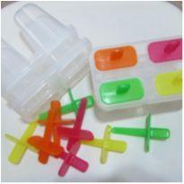 3 formas de picolé - Cada uma com capacidade para 4 picolés -  - Daiso Japan