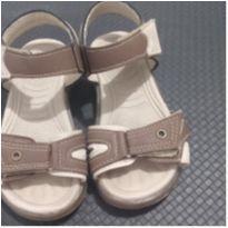 sandalia infantil marrom e bege 24