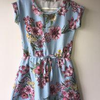 Vestido leve com fundo azul e flores delicadas - 2 anos - Quebra Cabeça