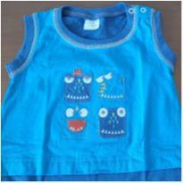 0683- macacão azul curto - 6 a 9 meses - Presente de Anjo