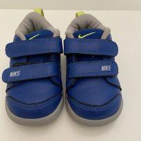 Tênis Nike tamanho 19