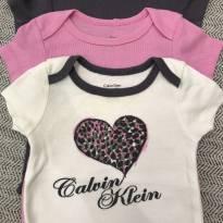 Três bodies calvin klein - 3 a 6 meses - Calvin Klein