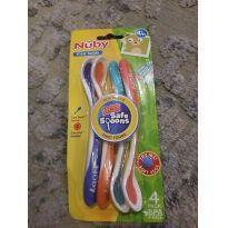 Kit De Colher Hot Da Nuby muda de cor quando alimento está quente -  - Nuby USA
