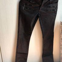 Calça resinada, imitando couro marrom - 12 anos - Não informada