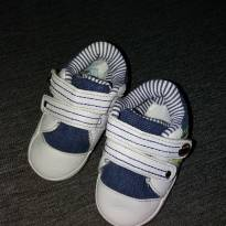 tênis azul e Branco com fecho de velcro