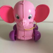Elefante com telefone